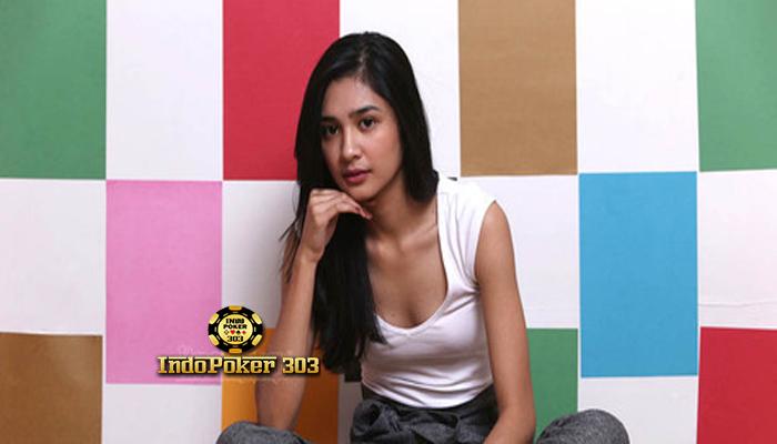 Foto Hot Mikha Tambayong Pamer Belahan Dada Gak Pake Bra - Promo Bonus Poker
