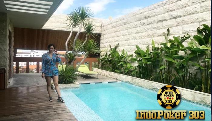 Pakai Baju Adat Bali Aura Kasih Umbar Foto Hot - Poker Teraman