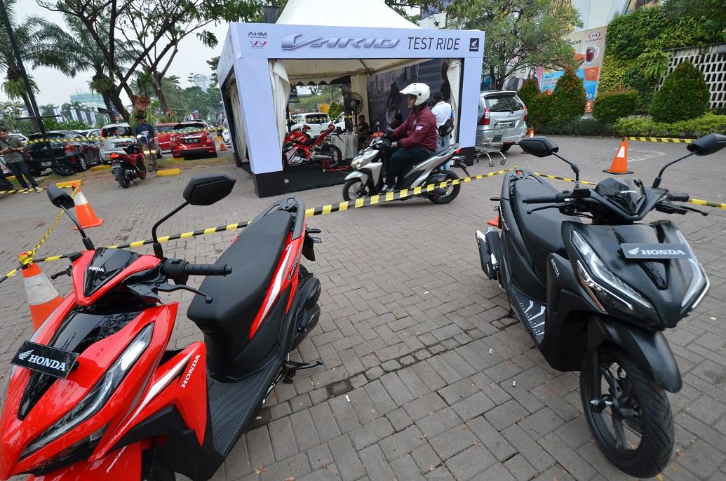 Konsumen lakukan test ride Honda Vario dalam Regional Public LaunchinG All Bew Honda Vario (1)