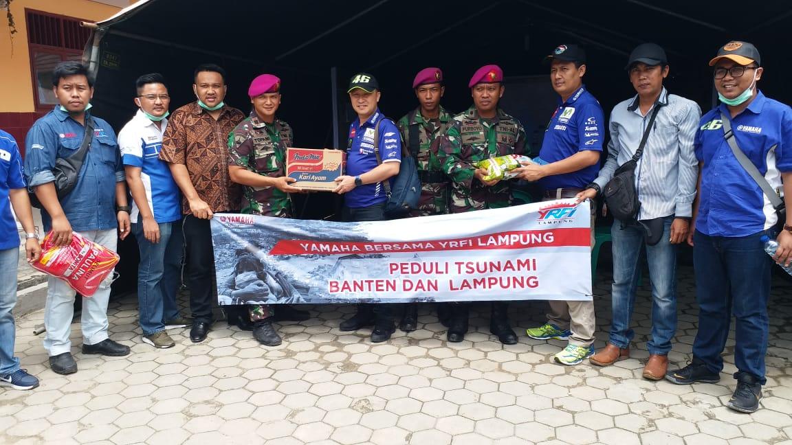 Yamaha Bersama YRFI Lampung Menyerahkan Bantuan Kepada para Korban Bencana Tsunami Selat Sunda di Tempat Pengungsian (2)