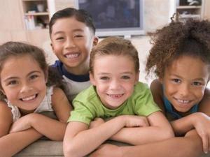 Mengajarkan Toleransi pada Anak
