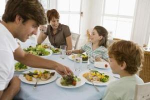 Menanamkan Kebiasaan Makan yang Baik