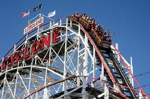 Roller Coaster Terpopuler di Seluruh Dunia