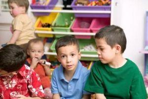 Mengajarkan Anak Mengenai Persahabatan