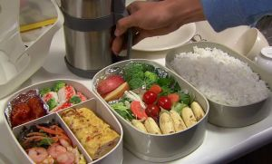 Makan Sehat Saat Bepergian