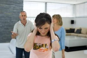 Menghadapi Orang Tua Yang Suka Mengontrol