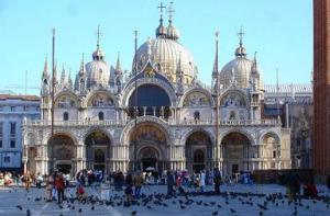 Jika Anda berencana liburan ke Venesia, ada tempat yang bisa Anda lihat dan hal yang harus dilakukan. 6 hal yang dapat dilakukan saat ke Venesia ini tidak boleh dilewatkan.