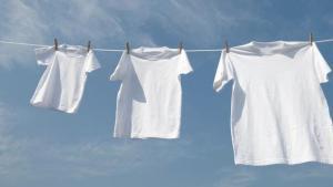 Menjaga Pakaian Tetap Bersih