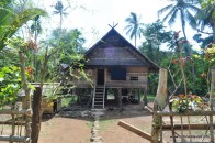 rumah kepala adat
