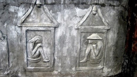 5th position of male body and female body inside the tomb