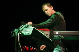 41. Thunderbolt (2008) - Live 41