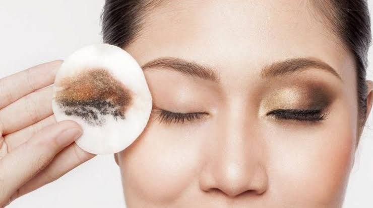 Why Removing Makeup Before Sleeping Is Important?