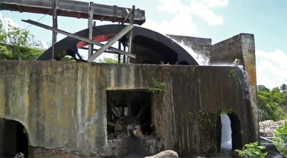 River Antoine Estate Grenada - gorzelnia rumu, koło młyńskie