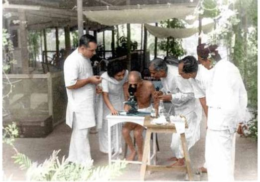 Doctors showing to Mahatma Gandhi hookworm ova under microscope in Bombay, May 1944 (Photo :IJMR)