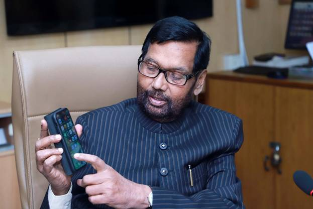 Paswan meets Amazon, Zomato, Paytm, Vodafone, FICCI, CII reps; Talks consumer protection laws