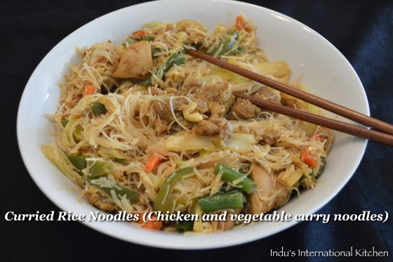 Rice noodles with curried chicken