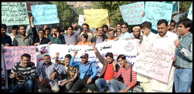 حيدرآباد: صحافين تي تشدد خلاف يونين آف جرنلسٽ پاران احتجاج ڪيو پيو وڃي