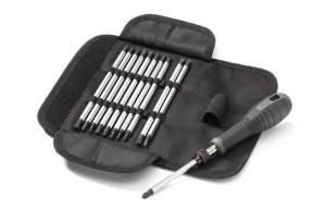 Sett med lange bits og handtak i et praktisk tøyfutteral. Utviklet for profesjonelt bruk sammen med håndverkere.