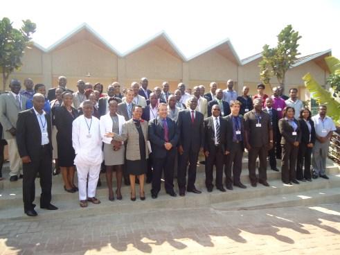 Foto di gruppo con tecnici africani di 13 nazioni, membri del governo Rwandese e l'incaricato delle Nazioni Unite Ing. Marco Buoni