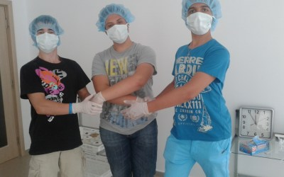 """Децата от ПМГ """"Никола Обрешков"""" гр. Казанлък, посетиха лабораторията на Индустриал Плантс"""