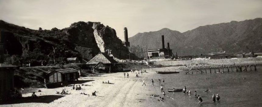 hok-un-power-station-at-rear-snipped-detail-1948-hunghom-beach