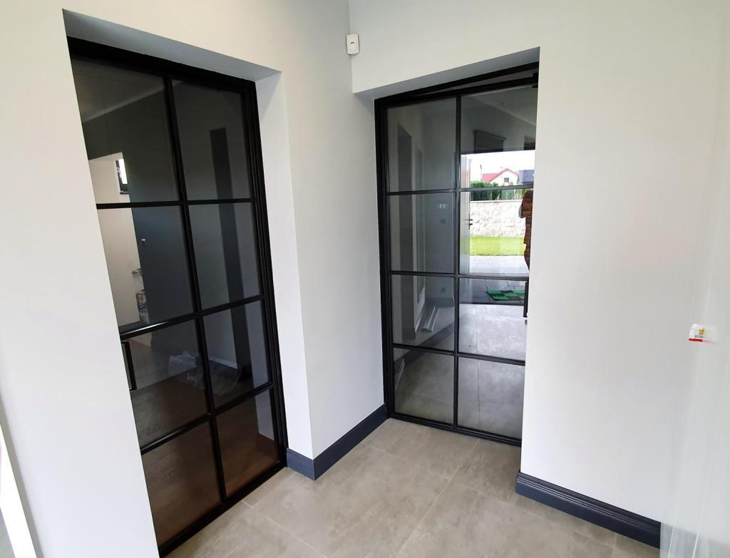 loftowe-czarne-drzwi-stalowe-industrialne