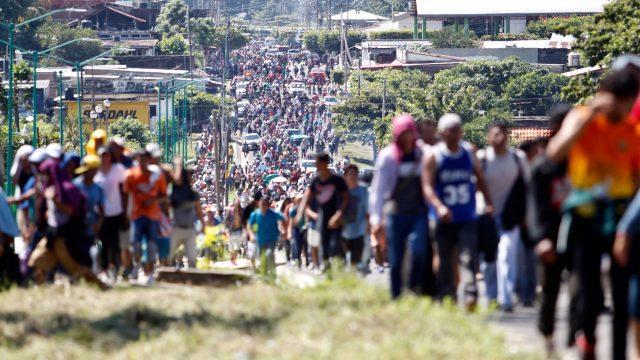 Caravana migrante sale de Niltepec y se dirige a Juchitán, en Oaxaca