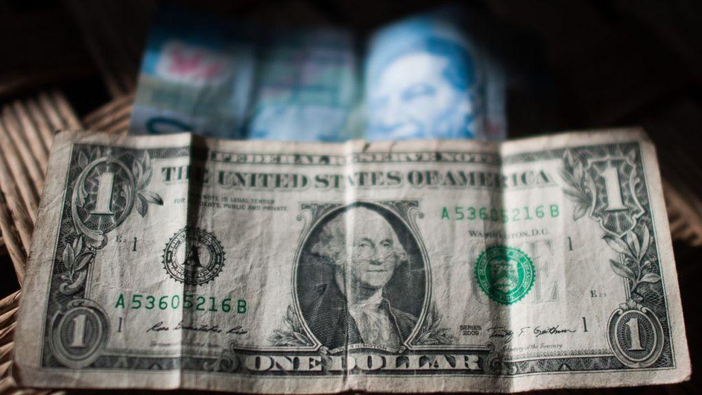 El peso arranca con ganancias tras entrega del Paquete Económico 2019