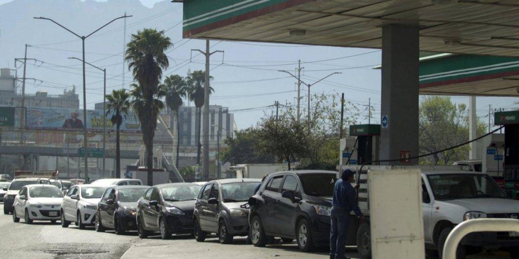 'Picaduras' a ductos de Pemex son el motivo de desabasto de gasolina en Monterrey: AMLO