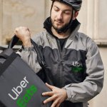 Italia obliga a regularizar a unos 60,000 repartidores de Uber Eats, Just Eat y Deliveroo