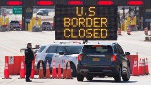 Las fronteras terrestres de Estados Unidos con Canadá y México permanecerán cerradas a los viajes no esenciales hasta al menos el próximo 21 de marzo