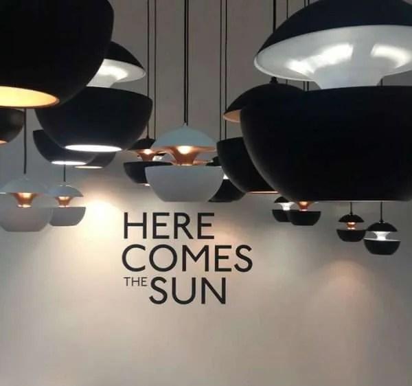 """Hanglamp """"Here Comes The Sun"""" door Bertrand Balas"""