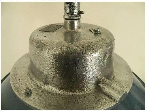 Geemailleerde stolplamp detail