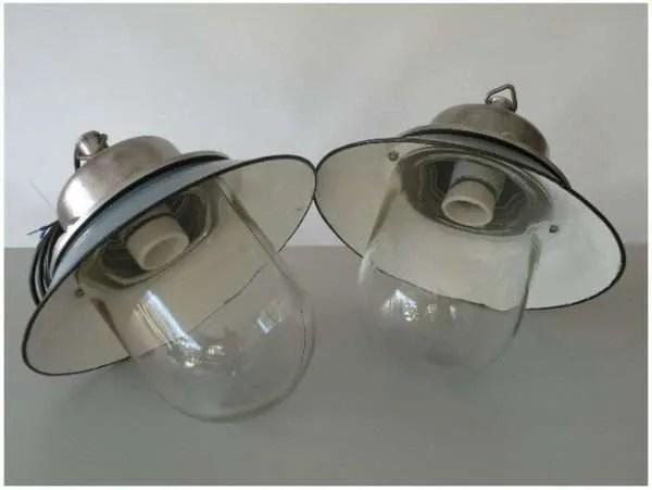Geemailleerde stolplamp twee
