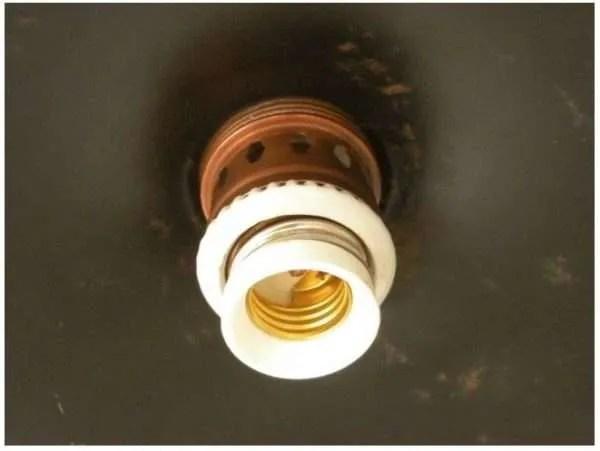 IJzeren lampenkap uit frankrijk met koperen detail fitting