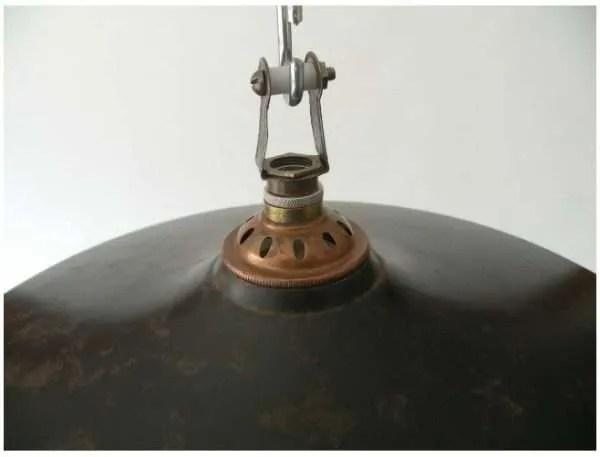 IJzeren lampenkap uit frankrijk met koperen detail
