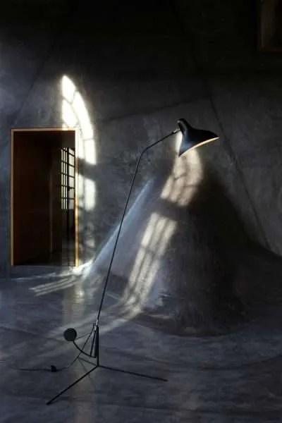 Mantis BS1 floorlamp Zwart-satijn in situ