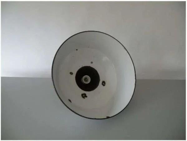 Wit geemailleerde hanglamp binnenkant kap