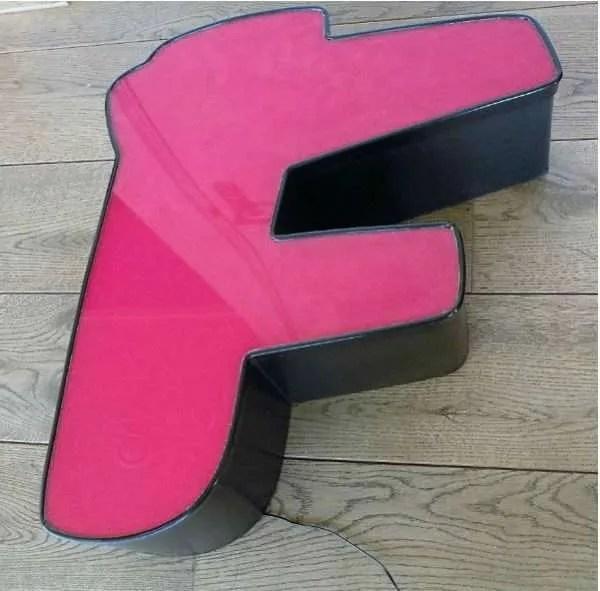 rood met zwart letterlamp F 1