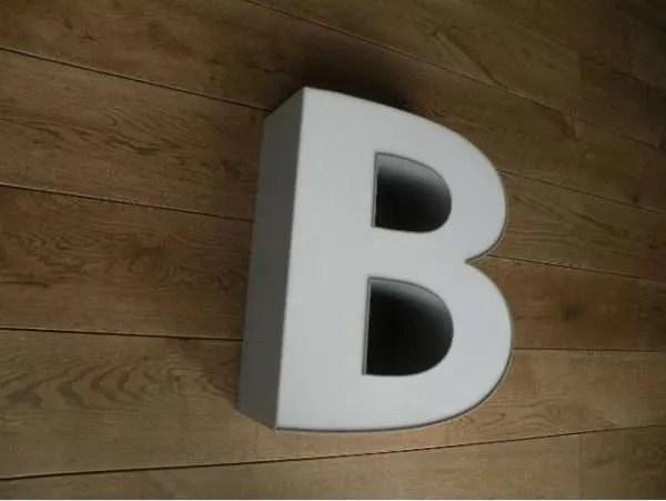 letterlamp grijs wit B 2