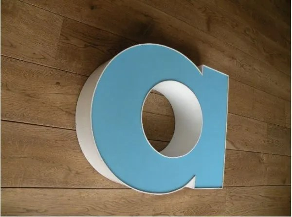 letterlamp wit met blauw a 2