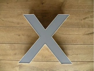 letterlamp wit met grijs x