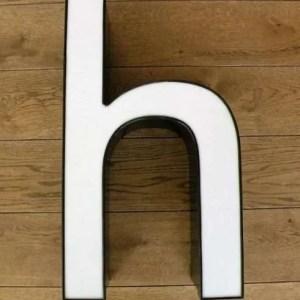 letterlamp zwart met wit h 2