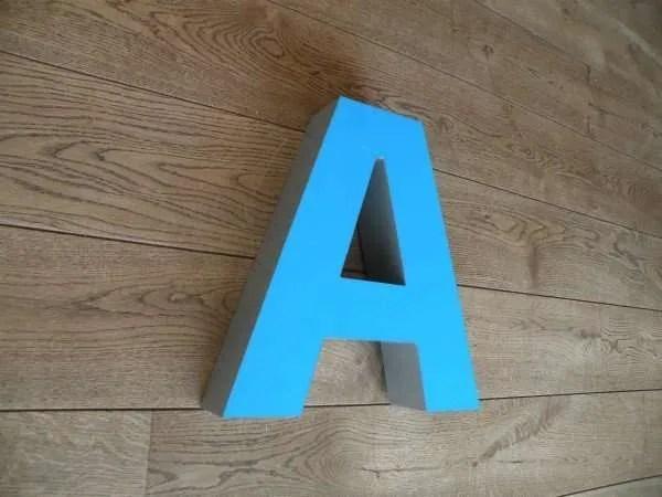 Letterlamp blauw A zijkant 2