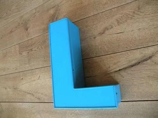 Letterlamp blauw L zijkant