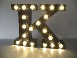 letterlamp bakletter K voorkant aan