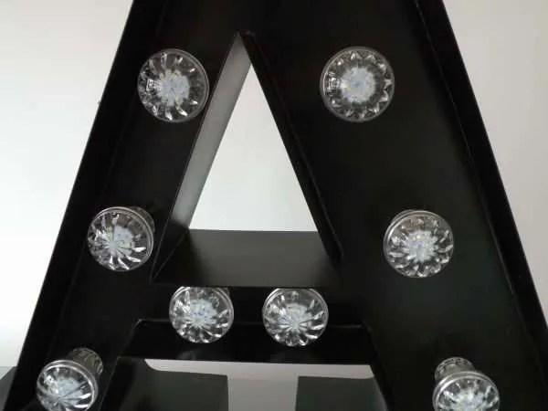 letterlamp bakletter A voorkant detail