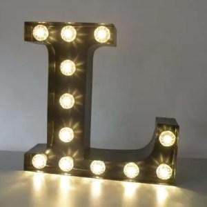 letterlamp bakletter L voorkant aan
