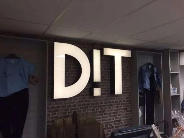 Oplevering letterlampen retail