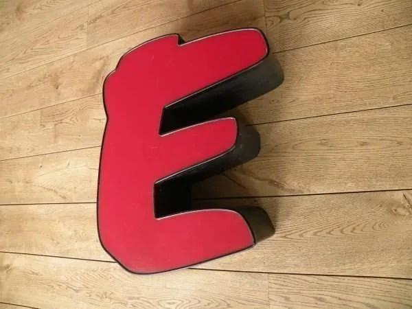 rood zwart letterlamp E 2
